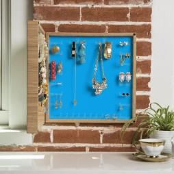 Wall mounted jewelry box